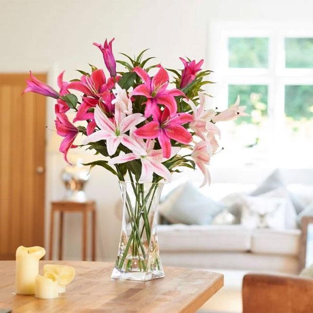 10 loại hoa chưng bàn thờ ngày Tết - hoa ly